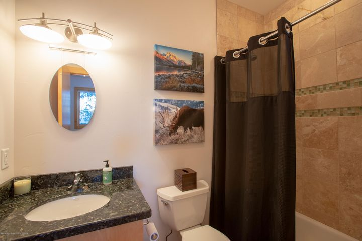 Guest bedroom suite bath