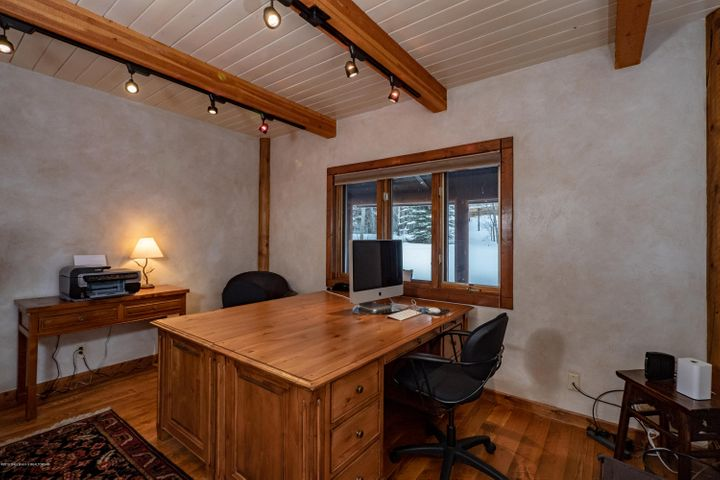 office or 5th bedroom