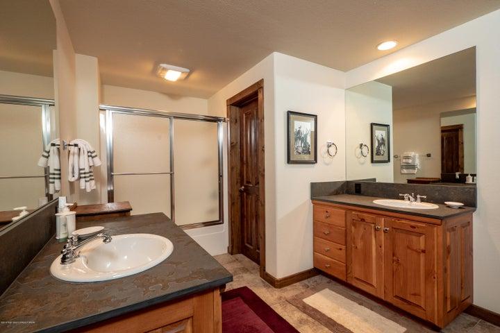 guest bathroom3