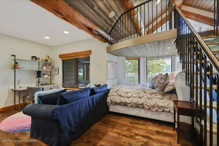 Large Guest Room with Loft