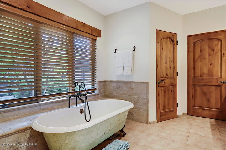 Large Guest Room Bath
