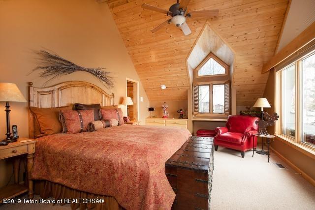 6. White Pine Lane Master Bedroom (640x4