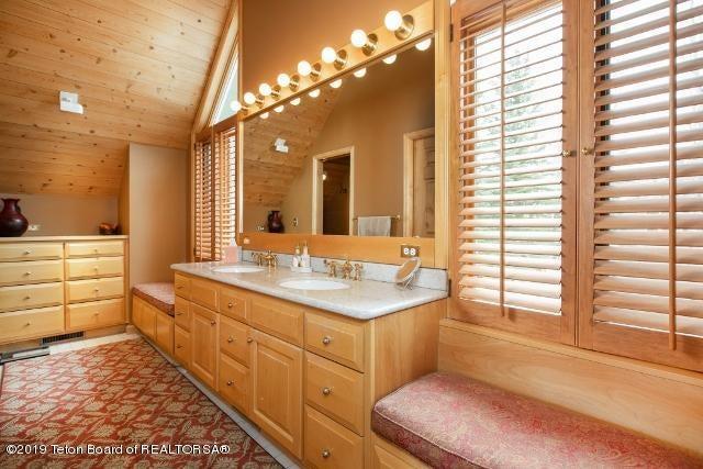 7. White Pine Lane Master Bathroom (640x