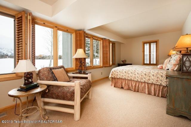 12. White Pine Lane Bedroom 3 (640x427)