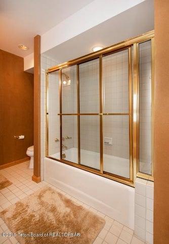 13. White Pine Lane Bathroom 3 (445x640)