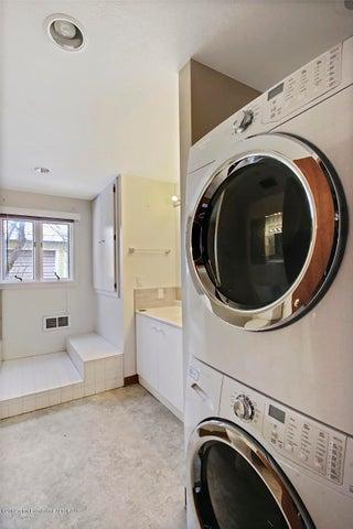 bath/ lundry