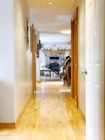 08 Entry Hallway