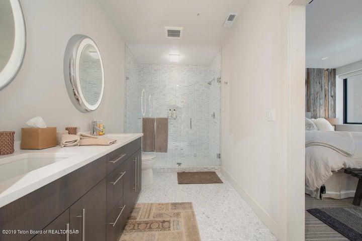 20 Reclaimed Wood Guest Bedroom En Suite