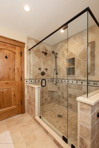 8 Master Bathroom Alt View