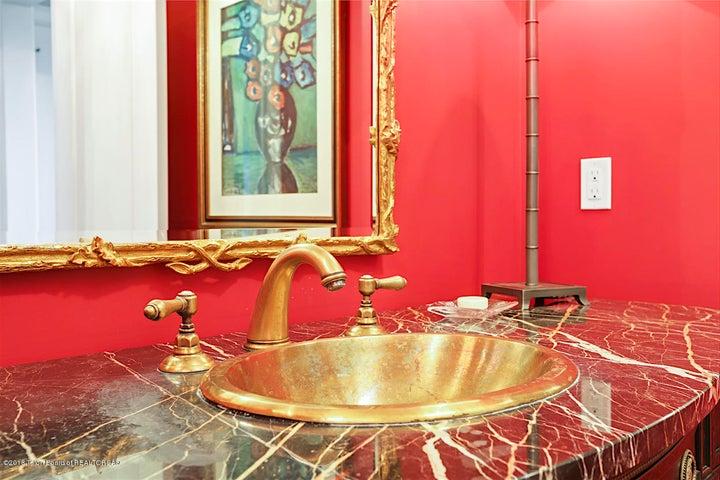 Main Level Powder Bath