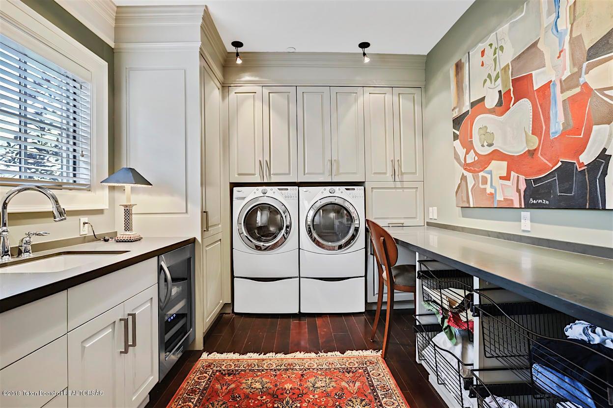 Expansive Laundry
