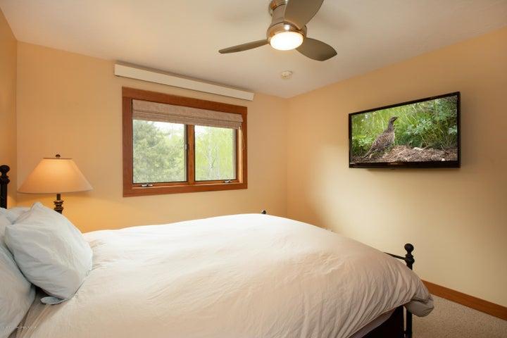 14-Guest Bedroom