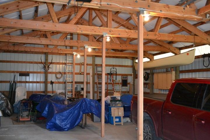 Barn/garage 1