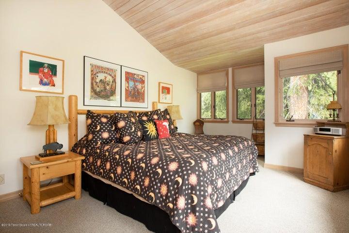 12. Guest Bedroom