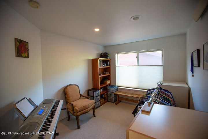 Bonus room/office