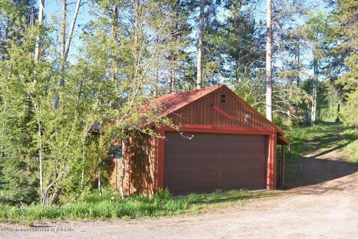 Detached garage/workshop