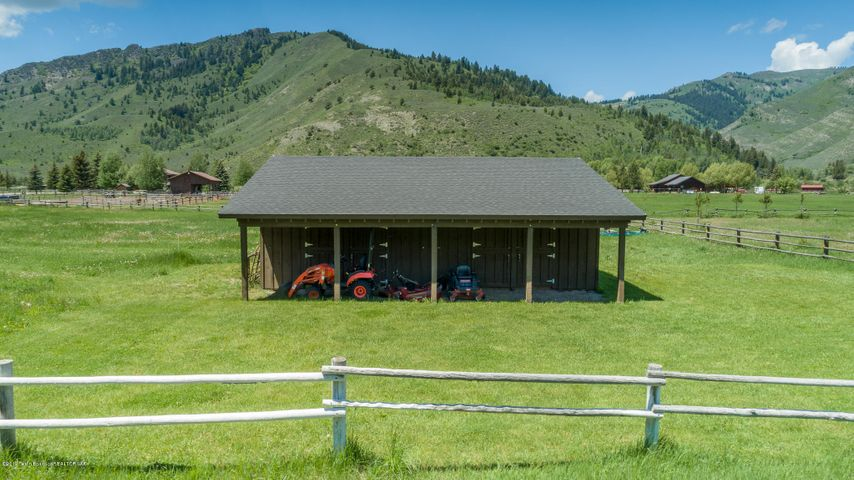 Large Barn with Corrals