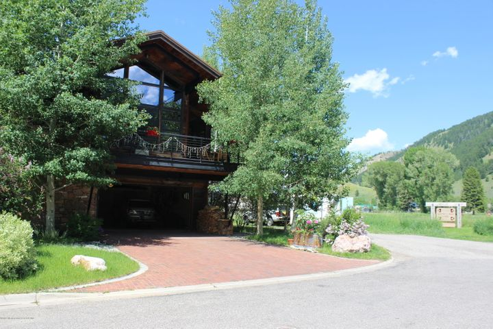 687 E KELLY AVE, Jackson, WY 83001