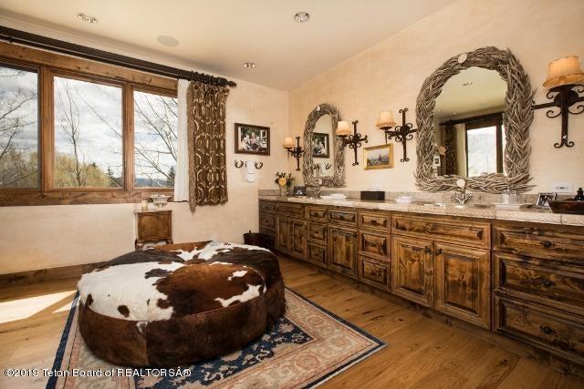 16. Finley XMCP89 Master Bath Alt View (