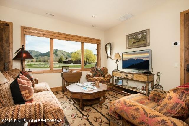 27. Finley XMCP89 Guest House Living (64