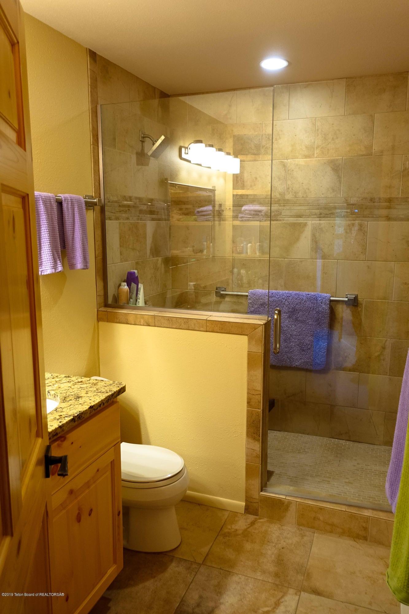 Guest Bathrm (2)