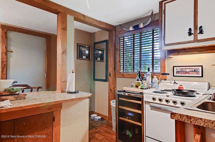 Cabin Kitchen 4