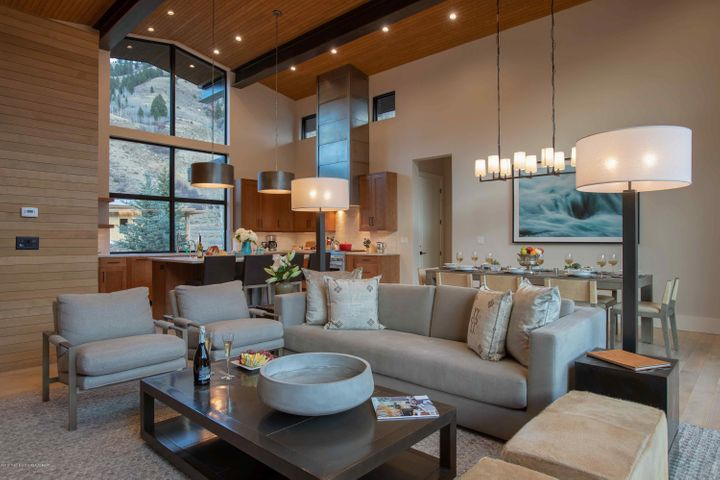 Fairway Lodge - Living Room