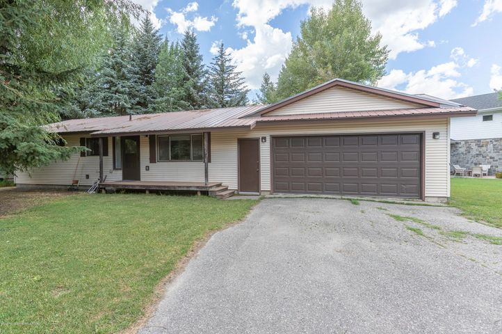 555 Rancher - Front Drive