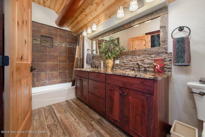 16 Guest Bathroom