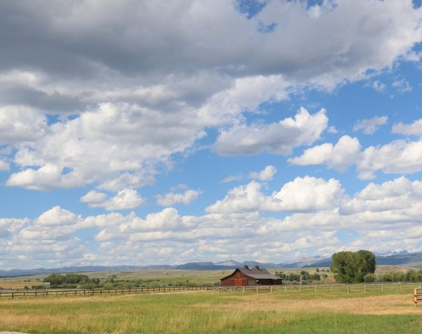 Even driving to the property is an absolute feast for the eyes!