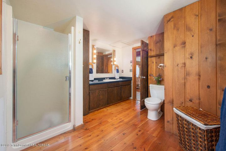31 Guest Home Bathroom