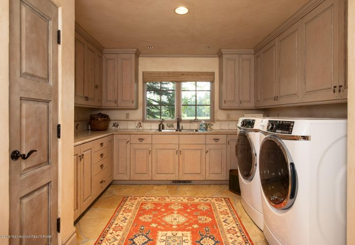 Large Laundry/Mudroom