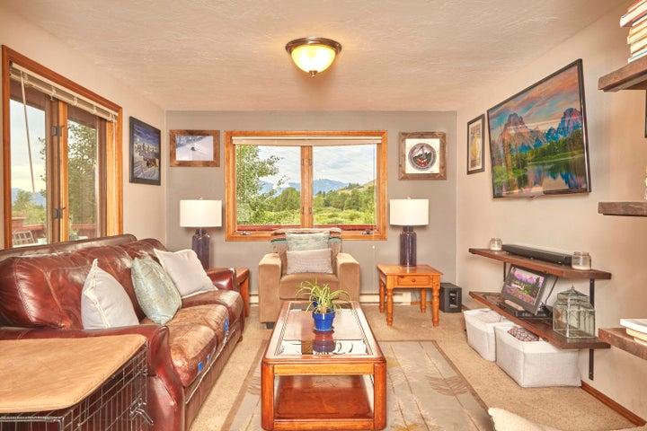 4. 465 Flat Creek Living Room