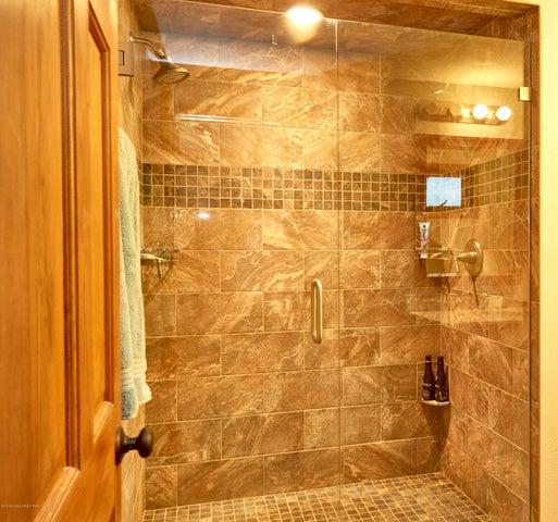 8. 465 Flat Creek Master Bathroom