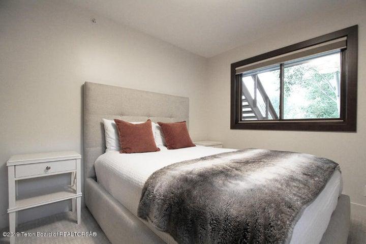 450 Henley Lower Bedroom E 1 100 dpi