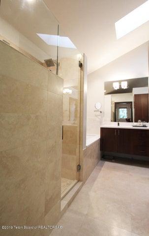 450 Henley Master Bath 2 100 dpi