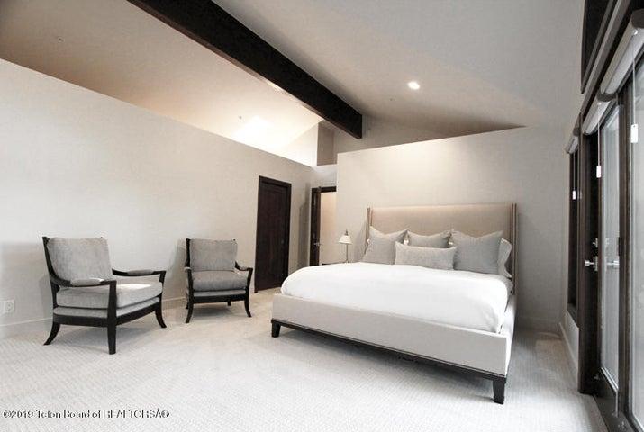 450 Henley Master Bedroom 1 100 dpi