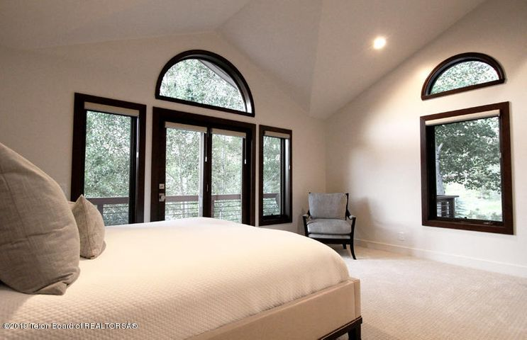 450 Henley Master Bedroom 2 100 dpi