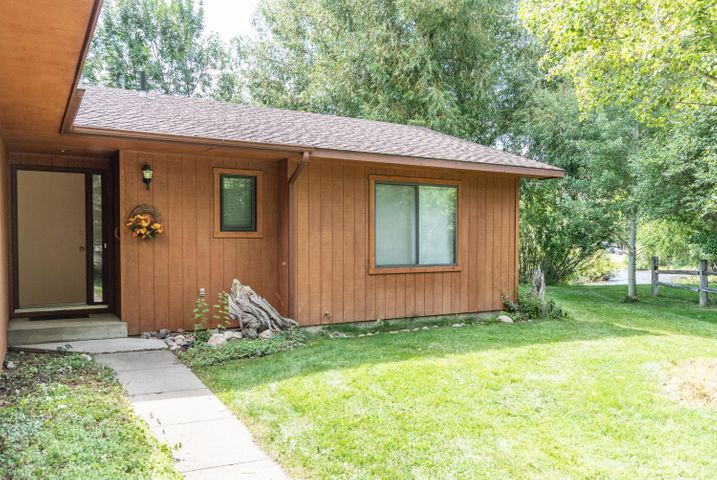 475 exterior front with creek-6227