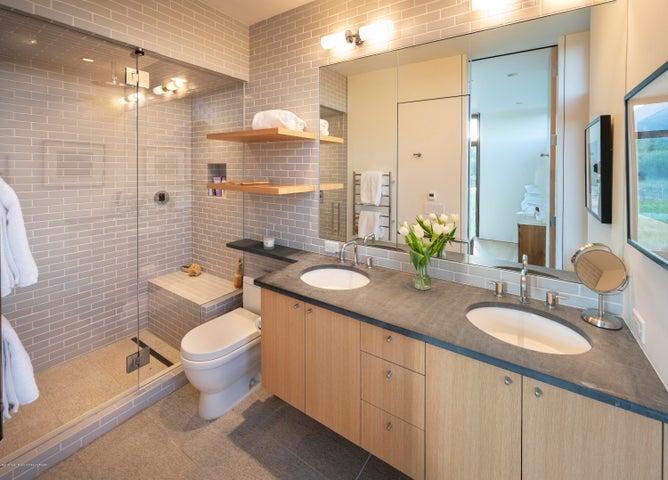 Jr. suite bath