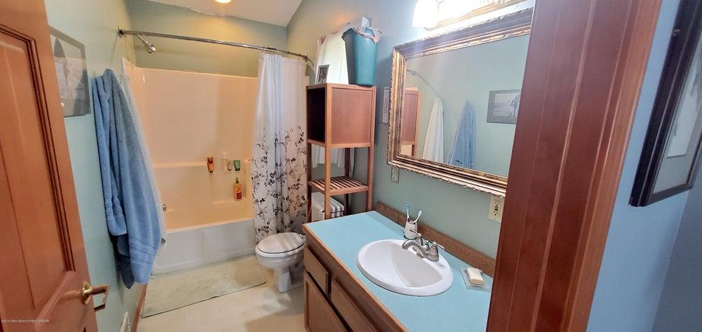 9. 1010 Budge - Master Bathroom