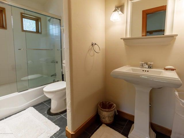 Upstairs Bedroom 4 Bathroom