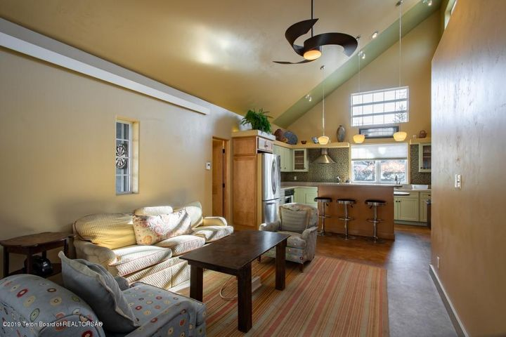 6 Guest House Living
