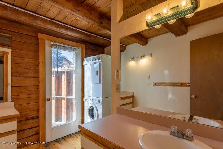 19 Main House Bathroom& Laundry Main Lev