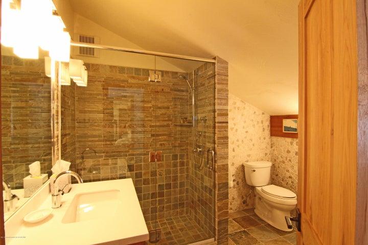 Apt Bath (002)