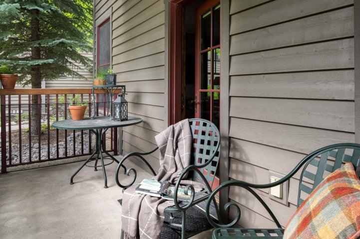 Ground floor porch