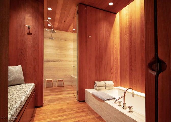 Guest Spa Bathroom