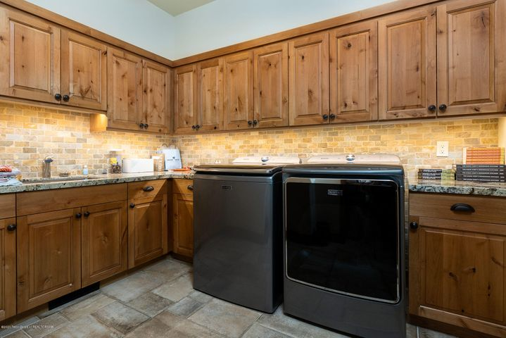 4775 River Hollow Dr.-27-web