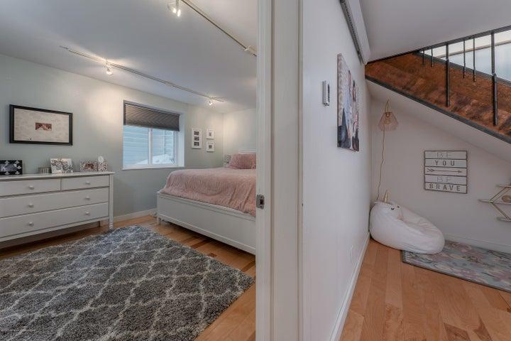 12 bedroom 2 landing