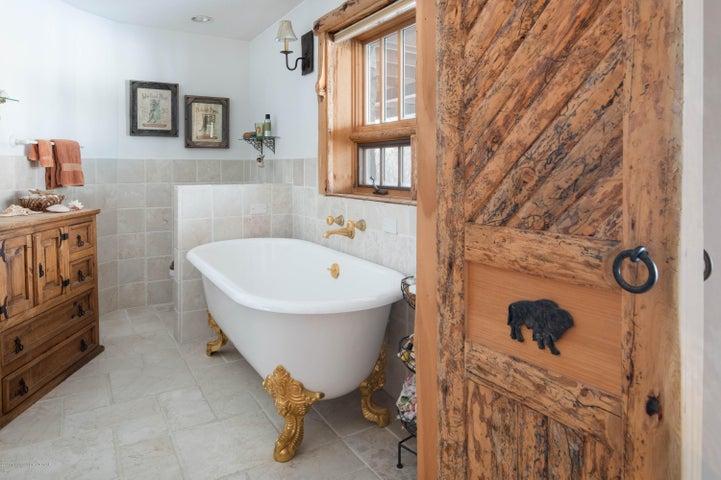 275 N Bar Y Road - Guest Suite Bath